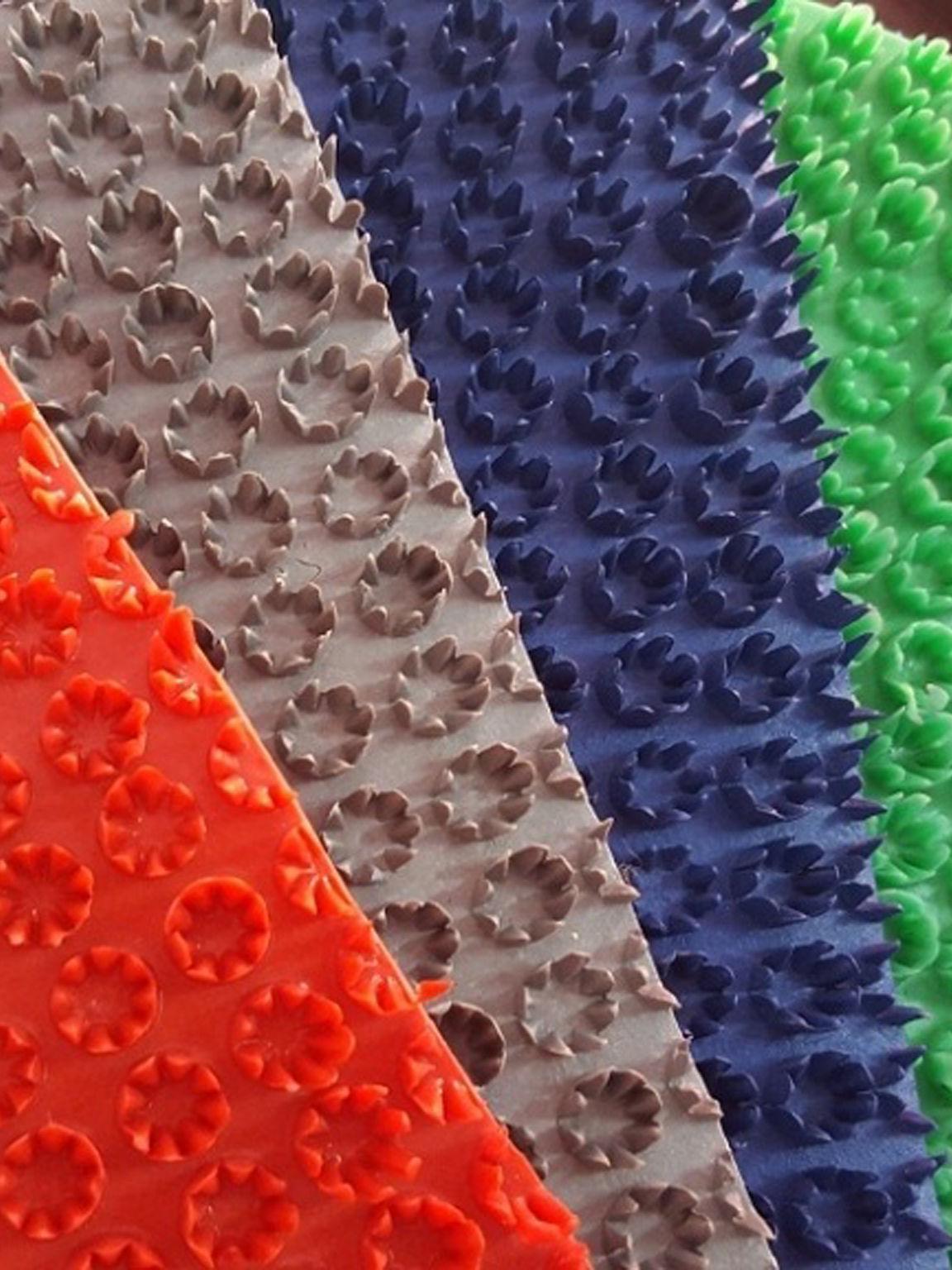 Thảm nhựa gai bông cúc